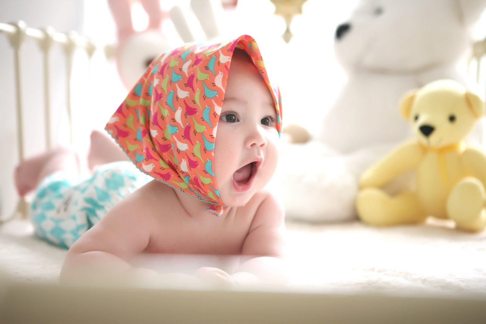 bebe veut sa tétine grignoteuse