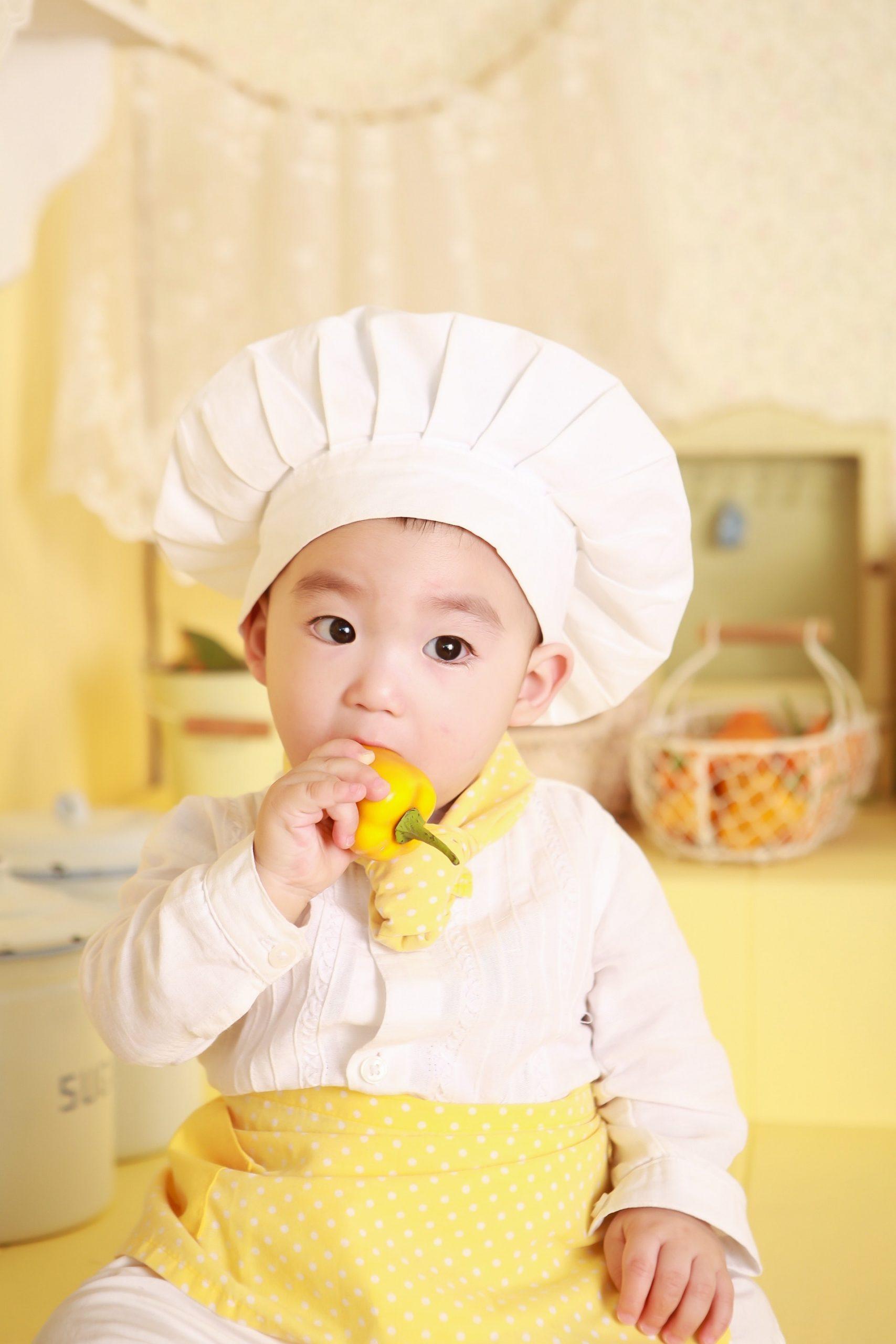 La découverte du goût se fait très tôt, une sucette grignoteuse devrait aider votre bébé à aimer tous les aliments. grignoteuse bébé usage avantages