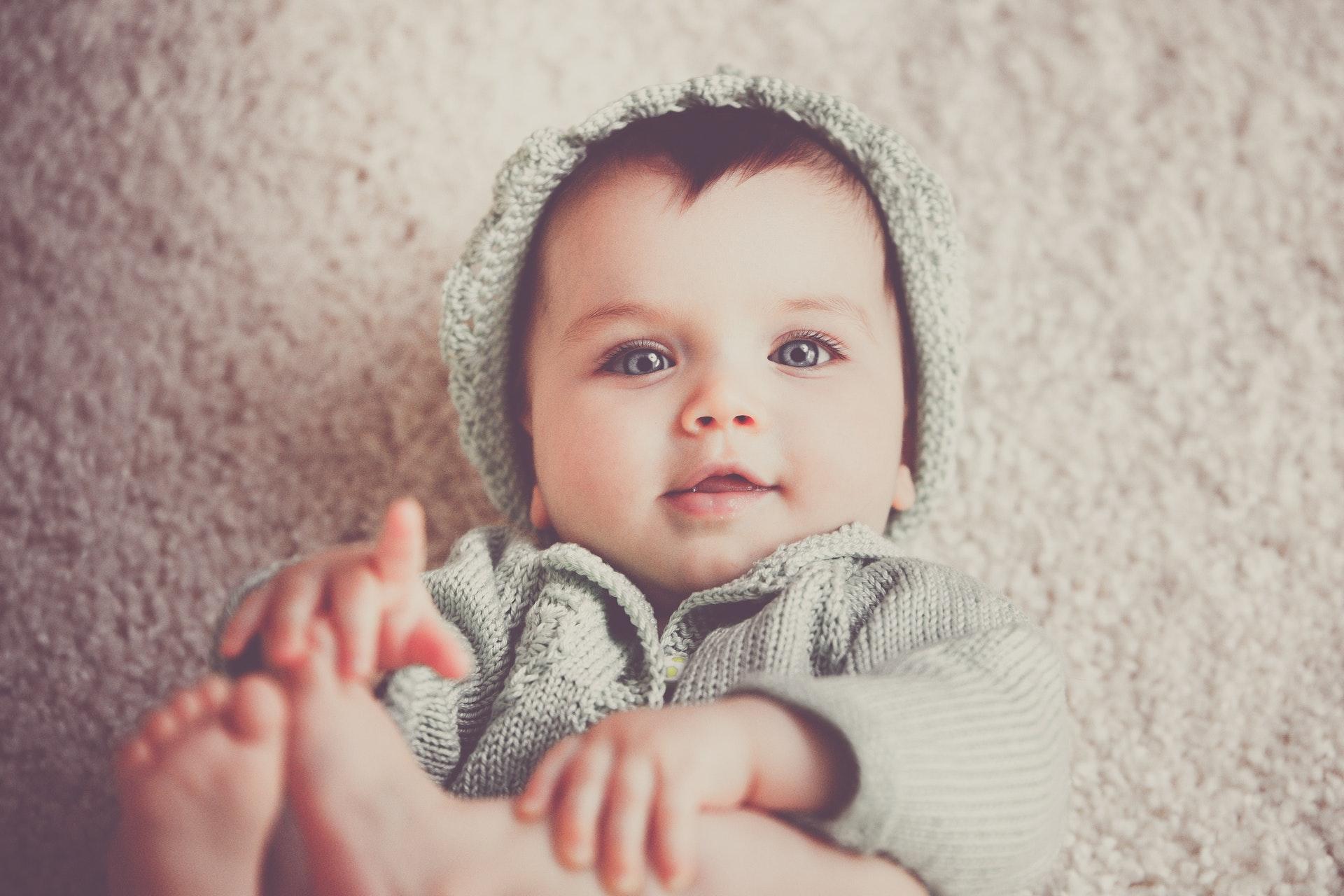Après avoir eu sa grignoteuse, bébé est content. Il peut faire ses dents et découvrir de nouveaux goûts